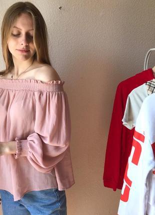 Очень красивая блуза с отковки плечами new look