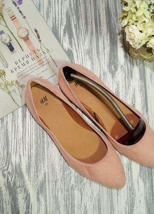 H&m. стильные туфли лодочки на низком ходу в пудровом оттенке4 фото