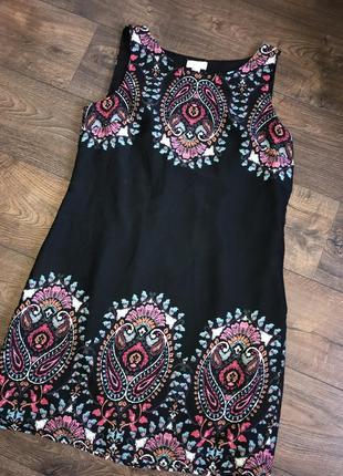 Легкое платье с узором