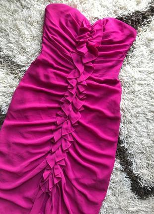 Платье малиновое коктельное с рюшами