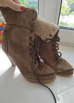 Осенные замшевые ботинки