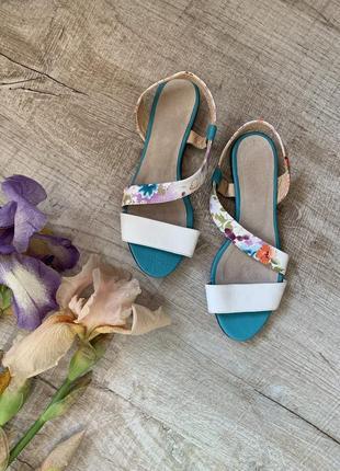 Мятные босоножки в цветы плоский ход сандалии 36р