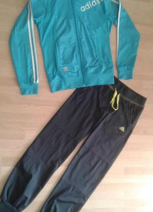 Спортивный костюм adidas, р.м