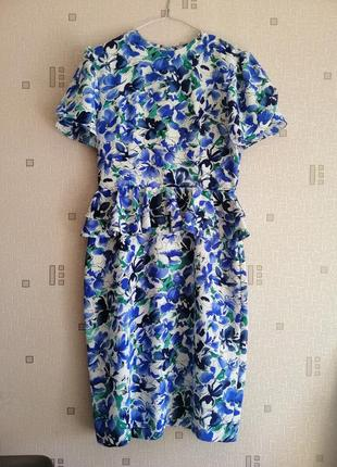 Летнее платье с баской с лазурными цветами