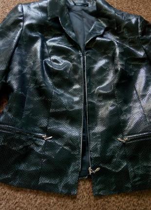 Пиджак со змеиным принтом на молнии2 фото