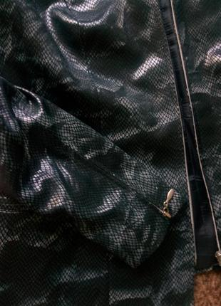 Пиджак со змеиным принтом на молнии3 фото