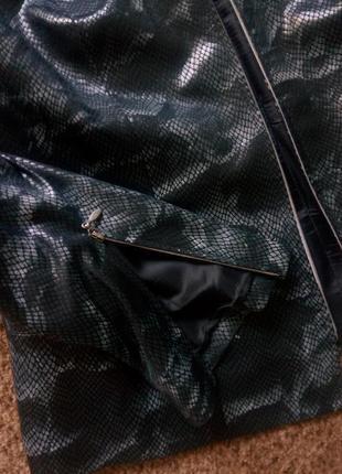 Пиджак со змеиным принтом на молнии4 фото