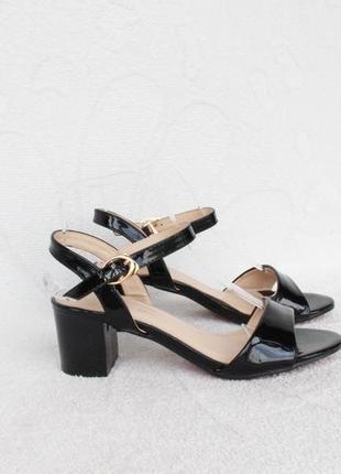 Черные босоножки 36 размера на удобном каблуке