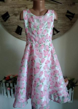 Нежное платье с тюльпанами