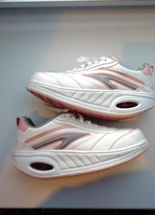Спортивные кроссовки для фитнеса, похудения fitness step. новые! италия!