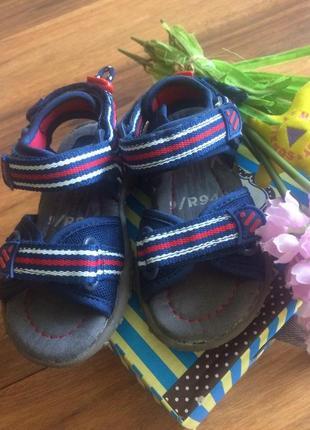 Классные сандалии-треккеры на липучках на мальчишку next на 25 размер