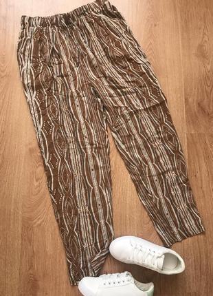Лёгкие штанишки в этнический принт с высокой посадкой