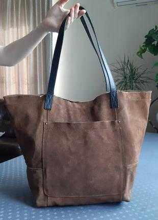 1ccbbb353132 Замшевая большая вместительная коричневая сумка шоппер фирмы mango