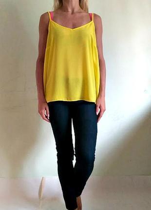 Яркая базовая блуза на тонких бретелях 14
