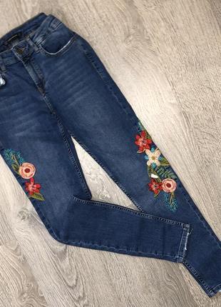 Красивые джинсы скинни с вышивкой zara