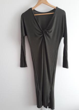 Сексуальное платье по фигуре с красивой спиной