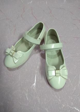 Туфли белые лаковые нарядные праздничные 32 размер 20 см стелька