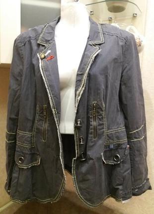 Бомбезный пиджак с с молниями и декоративными пуговицами-14р