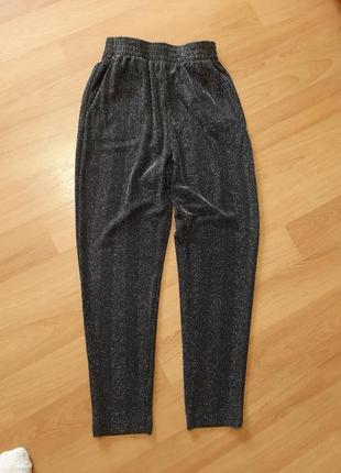 Monki брюки зауженные укороченые люрекс