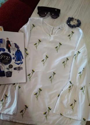 Стильная блузка вышиванка с цветами без дефектов