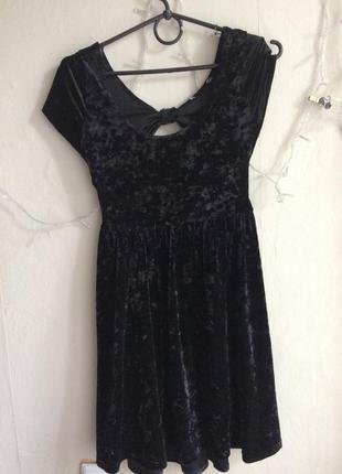 Маленько чёрное платье