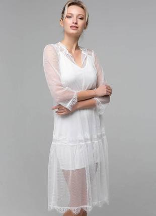 Красивое платье прямого силуэта из сетки