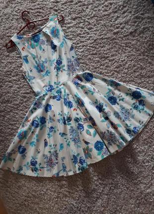 Красивое платье в цветы closet