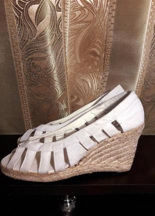 Летняя распродажа обуви по 30 грн! босоножки на танкетке laureana, сандалии