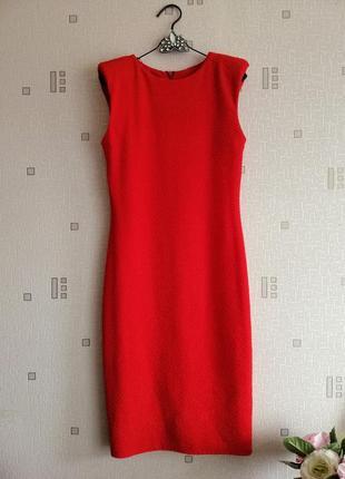 Красное вечернее платье футляр в рубчик