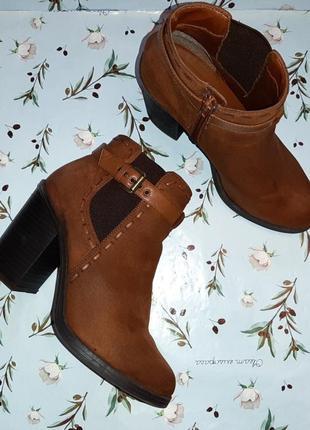 Фирменные стильные полусапожки ботильоны на широком каблуке new look, размер 40