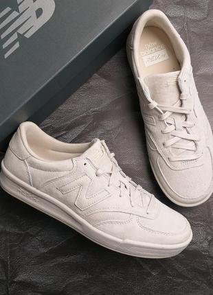 New balance оригинал замшевые светло-бежевые кроссовки 300v1