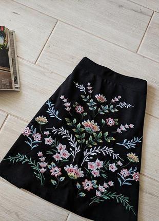 Стильная юбка трапецией с вышивкой m l2 фото