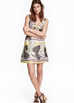 Платье в пальмы с открытой спиной