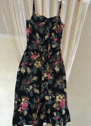 Платье-миди актуального фасона🤩