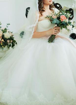 Свадебное платье очень красивое пышное с бантом
