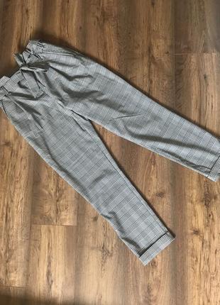 Трендовые брюки в клетку на высокой посадке
