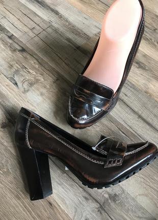 Кожаные туфли лоферы сток