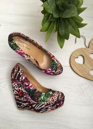Туфли на платформе, цветные и яркие, танкетка, удобные, 36,5-37