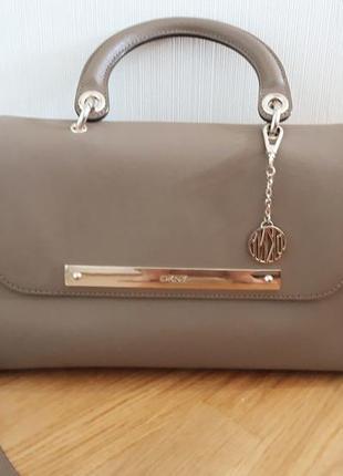 Шикарная сумка dkny оригинал  .кожа сафьяно. цена снижена!