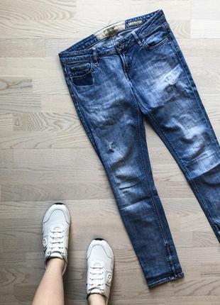Очень крутые голубые джинсы скинни guess skinny