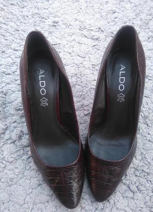 Шикарные ,классические кожанные туфли лодочки под крокодила aldo