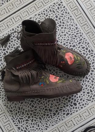 Легкие летние ботильоны с вышивкой ideal shoes