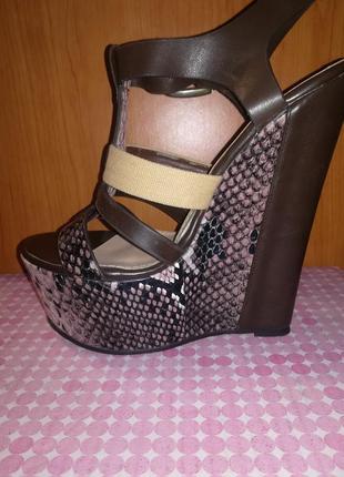 Босоножки. босоножки на танкетке. босоножки на платформе. туфли. обувь женская