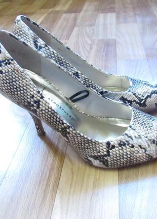 Туфли на высоком каблуке кожа лаковая под змею