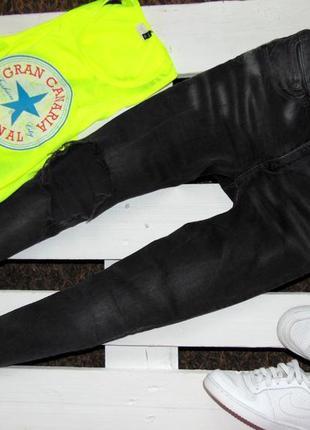 Круті вкорочені джинси з крупною рванкою на коліні від only 28(32)
