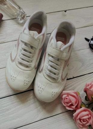 Белые кроссовки на девочку clarks