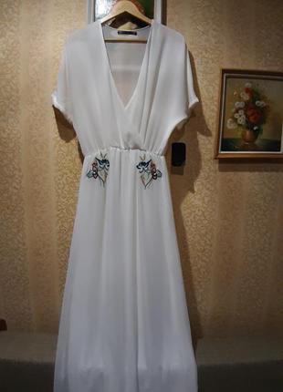 Zara длинное белое платье с вышивкой
