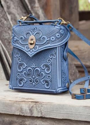 Сумка-рюкзак кожаная женская маленькая синяя с орнаментом тиснение