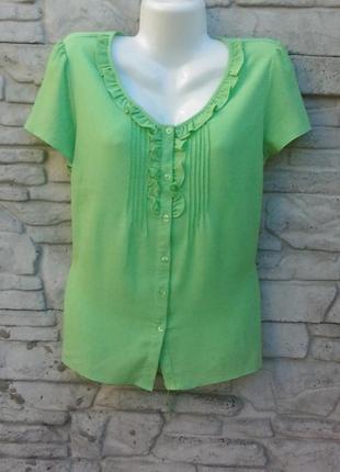 Красивая, женственная блуза салатового цвета