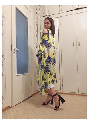 Желтое платье с открытым плечиком и красивыми рукавами